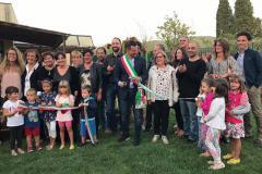 """Giochi, nuovi alberi e murales: così rinasce il giardino della scuola """"Bruno Cocchi"""""""
