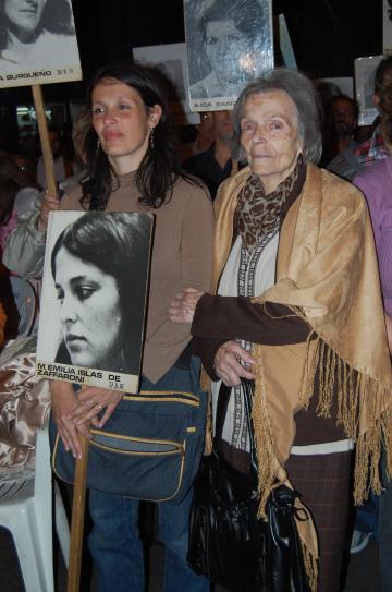 Desaparecidos nelle immagini di Estela Peri in Biblioteca ...