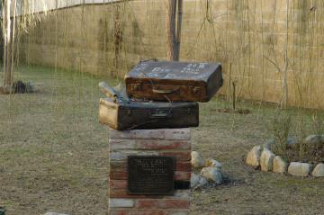 La scultura 'Non dimenticare', dedicata a Petr Eisler, realizzata da Giovanni Cipani